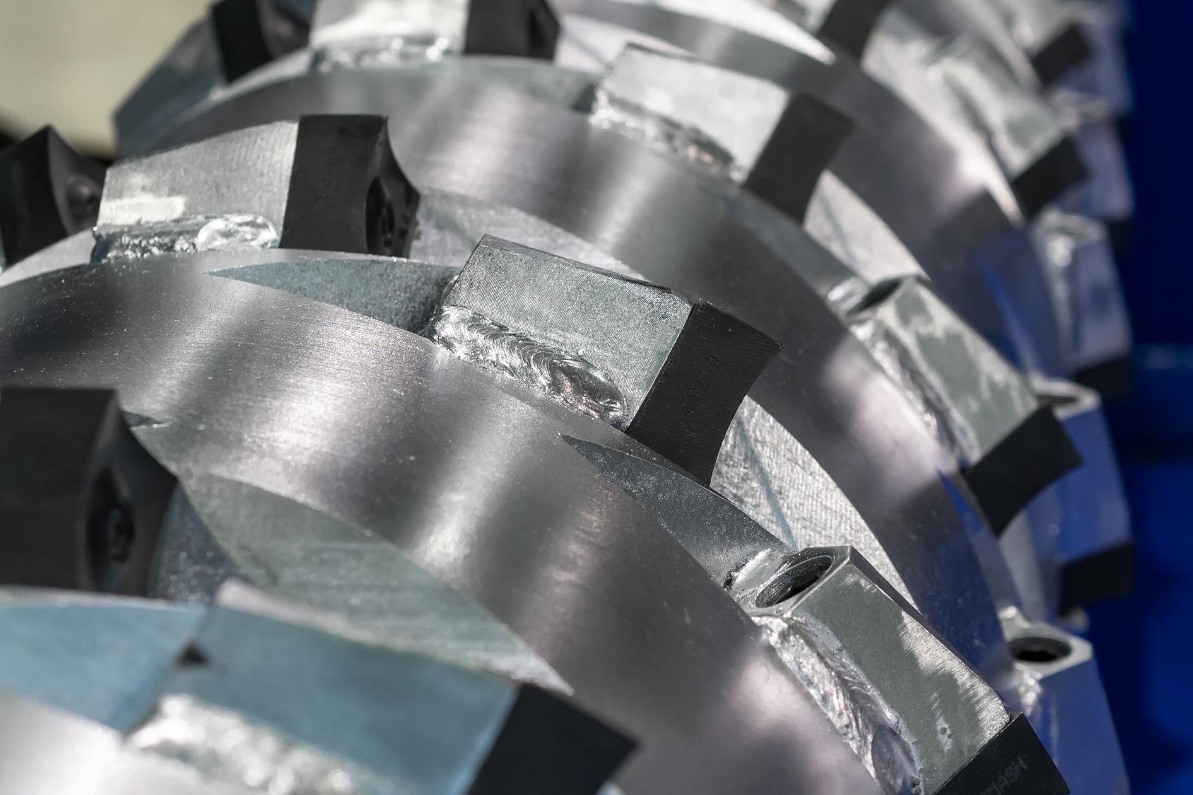 blade-shaft-of-industrial-shredder-crusher-grinder